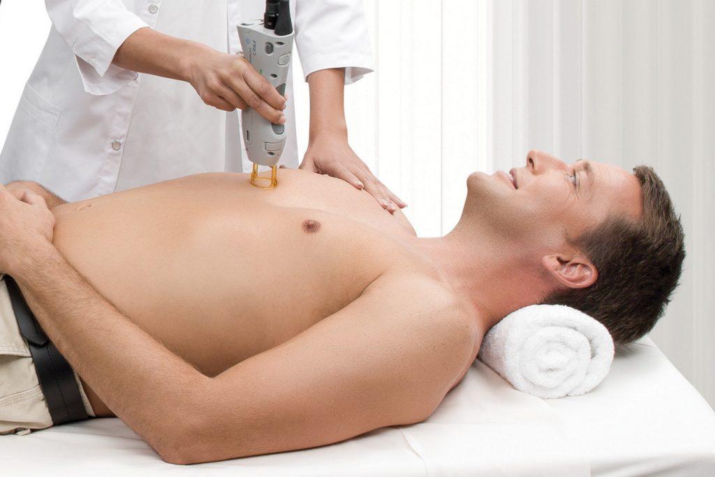 Sanfte Haarentfernung im Brustbereich